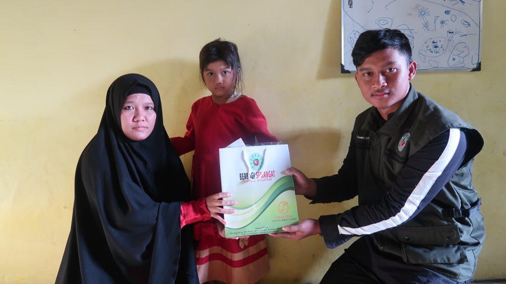 Penyerahan Donasi Kepada Dek Nabila Sebesar Rp. 10.450.000